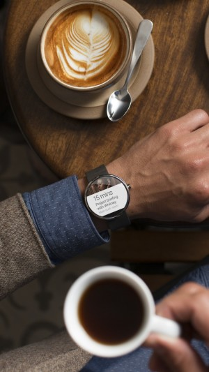 Moto 360,watches,CES 2015,cafe,man,luxury,smart watches,metal,review,hi-tech